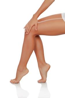 Belas pernas femininas perfeitamente depiladas