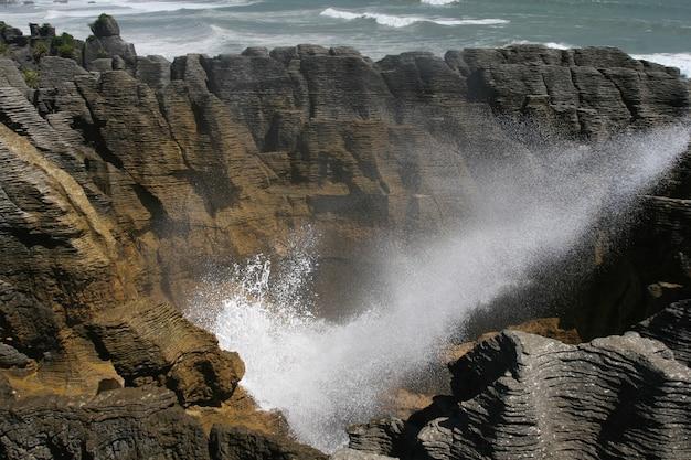 Belas rochas de panqueca na nova zelândia