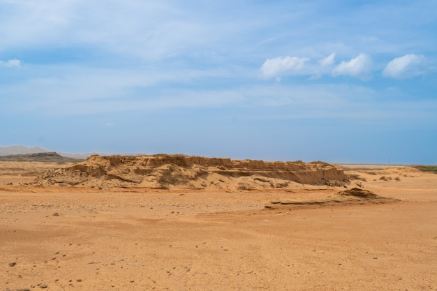 Belas vistas, cenário de deserto de montanha de areia, dunas de areia
