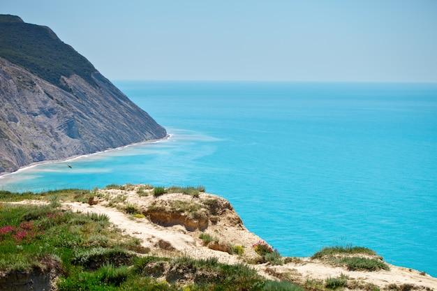 Belas vistas do mar e das montanhas