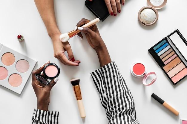Beleza blogueira testando cosméticos