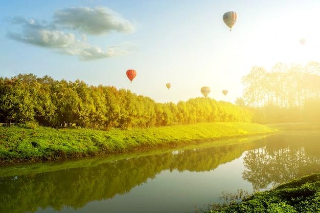 Beleza da paisagem da natureza e luz solar natural durante a manhã.
