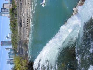Beleza das cataratas do niágara, espirrando