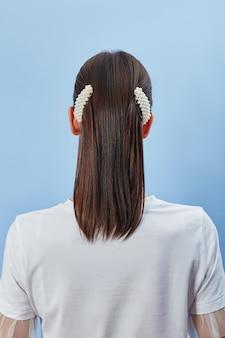 Beleza moda mulher penteado bonito, cabelo trançado em rabo de cavalo