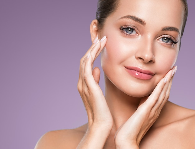 Beleza, pele, mulher, rosto, close-up, cabelo, saudável, cosmético, maquiagem natural, feliz, modelo, manicure, unhas, mão
