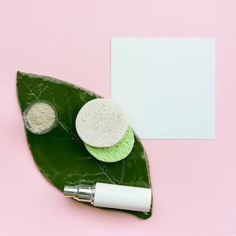Beleza spa e conceito saudável com folha plana leigos