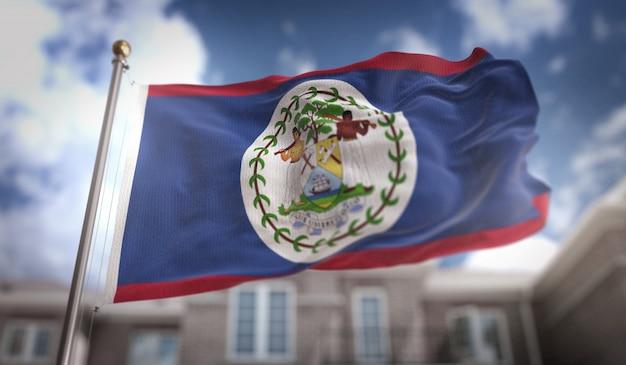 Belize flag 3d rendering no fundo do edifício do céu azul