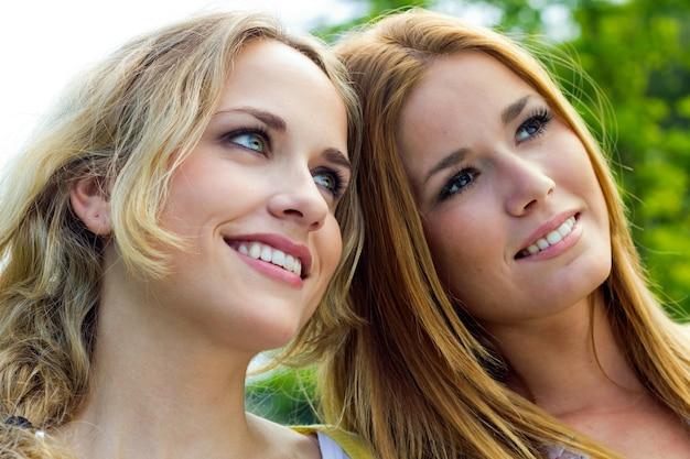 Belleza retrato alegria pareja sonrisa