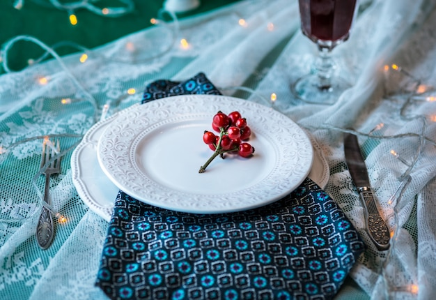 Belo cenário de mesa de natal com enfeites