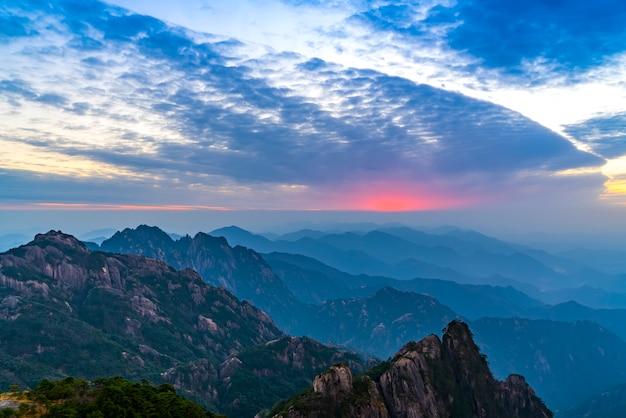 Belo cenário em mount huangshan, china