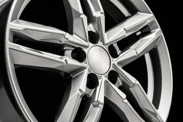 Belo close up de roda de liga leve com ajuste automático