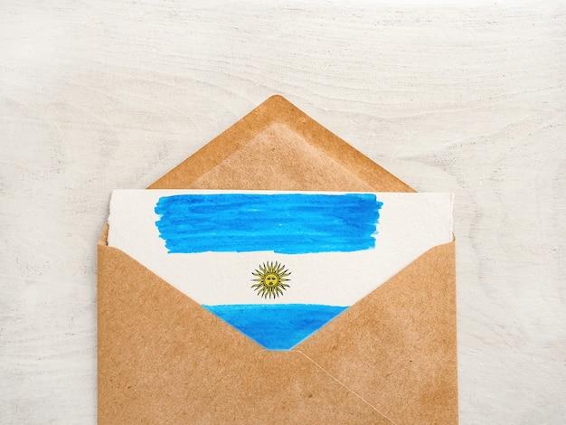 Belo desenho da bandeira argentina. cartão de felicitações. close-up, vista de cima. conceito de feriado nacional. parabéns para família, parentes, amigos e colegas