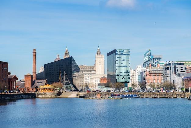 Belo dia de sol em liverpool, reino unido, diferentes pontos de vista sobre o cit