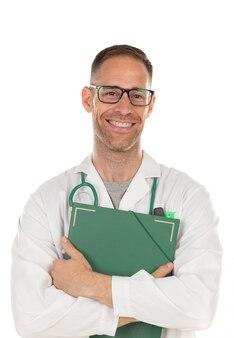 Belo doutor de óculos, segurando os documentos