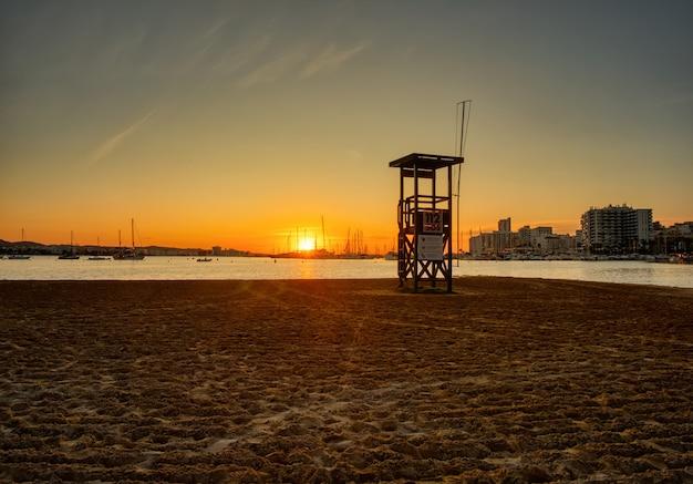 Belo e famoso pôr do sol na praia
