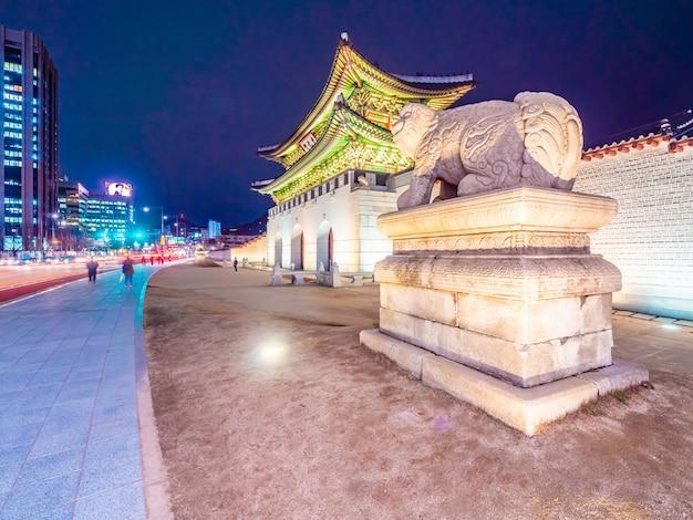 Belo edifício de arquitectura do palácio gyeongbokgung
