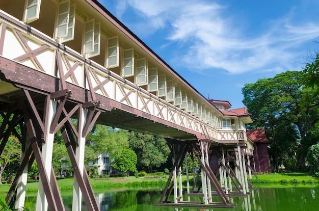Belo edifício em sanamchan palace na província de nakhon pathom (tailândia)