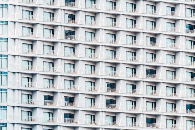 Belo edifício exterior com texturas de padrão de janela de vidro