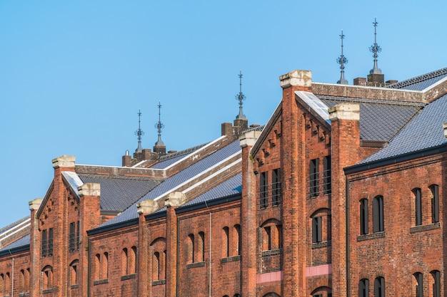 Belo edifício exterior e arquitetura de armazém de tijolo