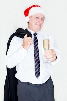 Belo empresário positivo comemorando o ano novo