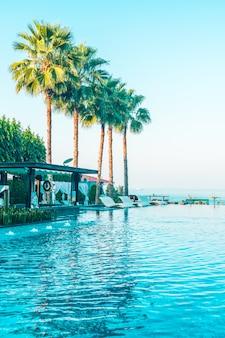 Belo hotel de luxo piscina