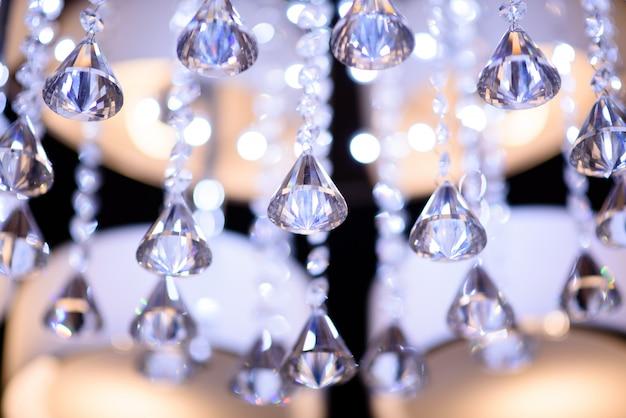 Belo lustre de cristal.