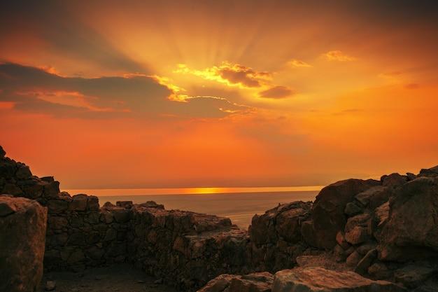 Belo nascer do sol na fortaleza de massada