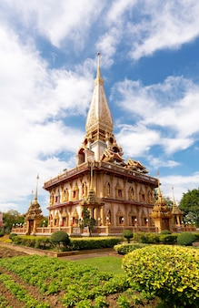 Belo pagode em phuket, tailândia