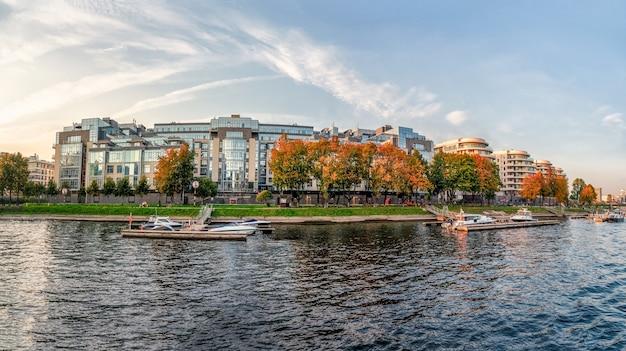 Belo panorama de outono da moderna são petersburgo. novo distrito residencial moderno, ilha petrovsky, são petersburgo. rússia.