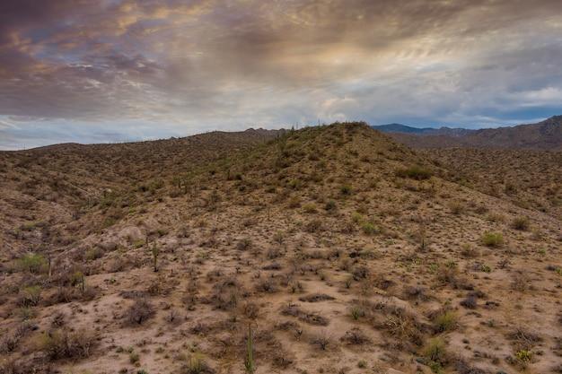 Belo panorama de todas as montanhas naturais do deserto do novo méxico