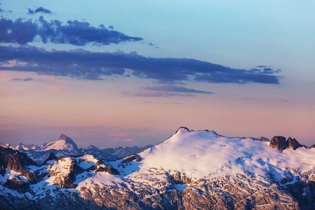 Belo pico de montanha em north cascade range, washington, eua
