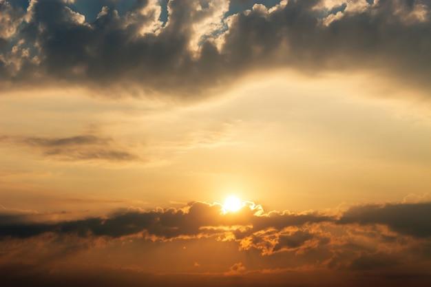 Belo pôr do sol clarabóia