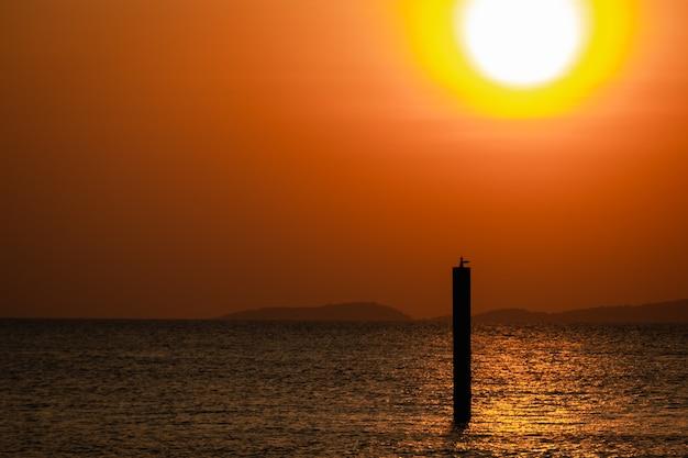 Belo pôr do sol, mar, praia, noite, noite