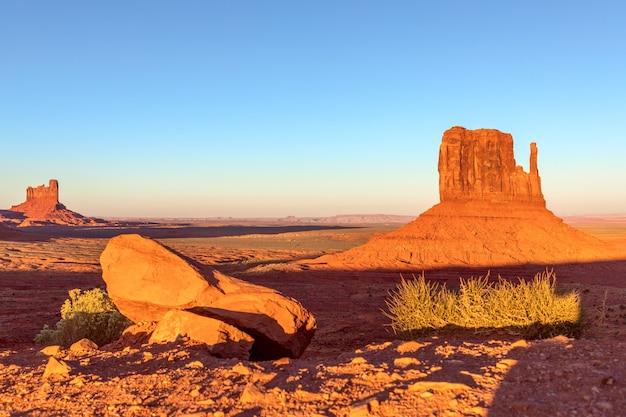 Belo pôr do sol no monument valley