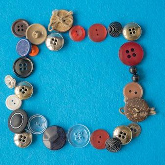 Belo quadro colorido com vários botões de costura