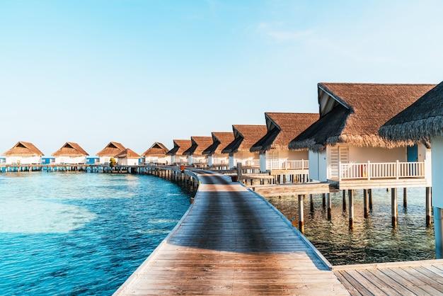 Belo resort tropical nas ilhas maldivas