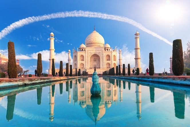 Belo taj mahal em agra, uttar pradesh, índia.