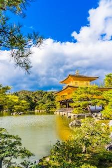 Belo templo kinkakuji com pavilhão dourado em kyoto no japão