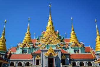 Belo templo tailandês em Huahin