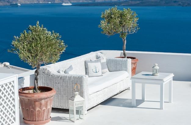 Belo terraço sobre santorini