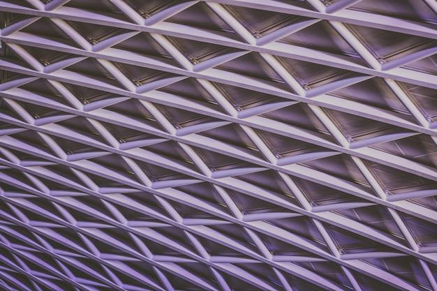 Belo teto letticework formando um padrão interessante