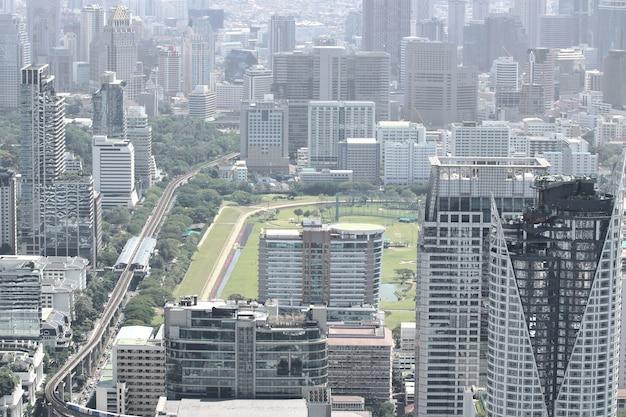 Belos edifícios modernos da paisagem urbana de bangkok