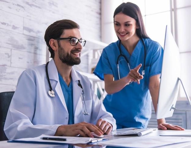 Belos jovens médicos