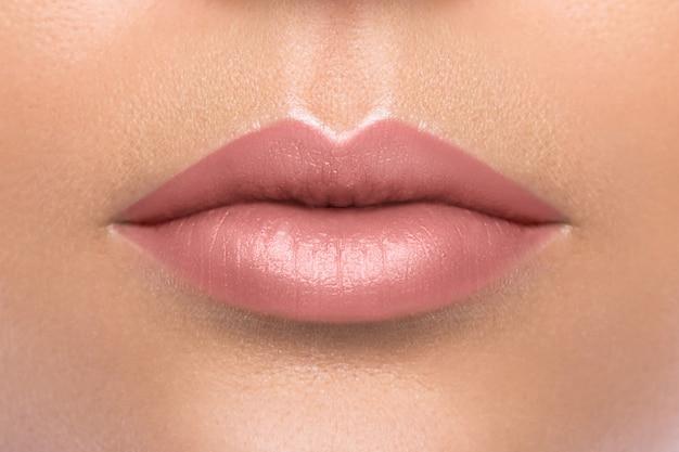 Belos lábios femininos