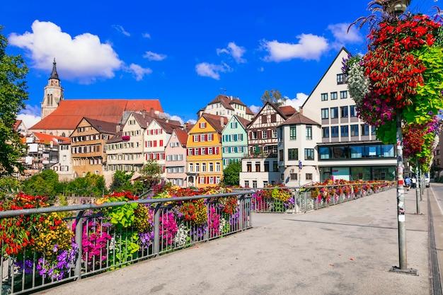 Belos lugares da alemanha. colorida cidade floral de tübingen