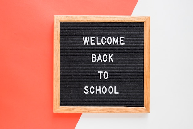 Bem-vindo de volta às letras da escola a bordo