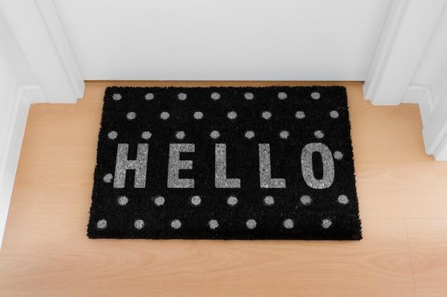 Bem-vindo em casa capacho com porta fechada