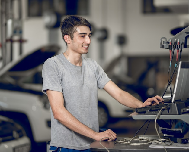 Benchman que computa e diagnostica, detectando os problemas de um carro