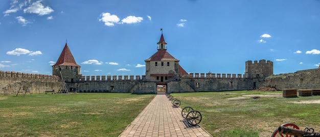 Bender, moldávia 06.09.2021. a fortaleza tighina em bender, transnistria ou moldova, em um dia ensolarado de verão