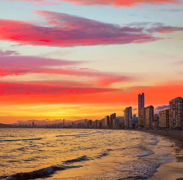 Benidorm skyline na praia do sol em alicante